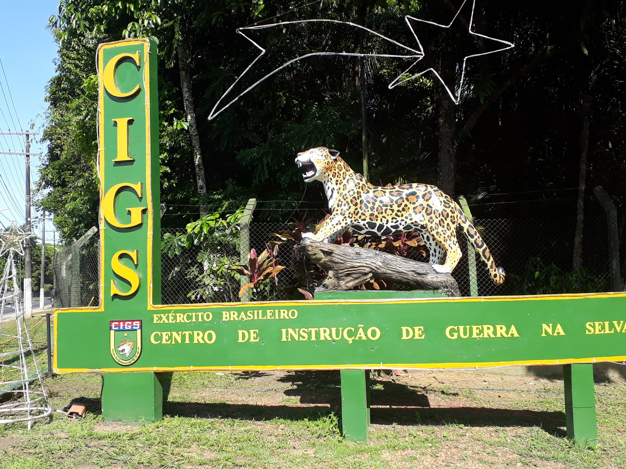 orça pintada na entrada de zoologico em manaus