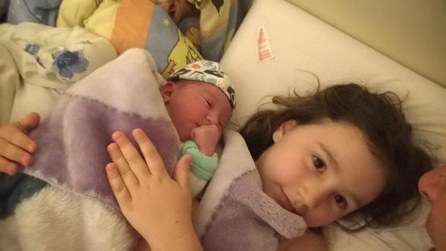 Parto Domiciliar - Irmã mais velha participa do parto