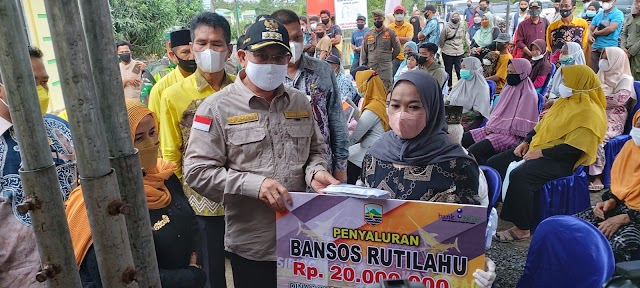H. Sayed Ja'far Serahkan Bantuan Untuk Masyarakat di 4 Kecamatan