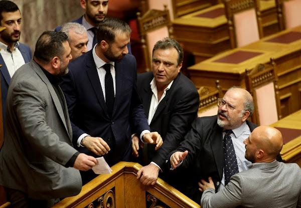 Επεισόδιο του βουλευτή της Χ.Α Γιάννη Λαγού με βουλευτές του ΣΥΡΙΖΑ [Βίντεο]