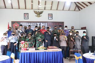 HUT TNI ke-75, Kapolres Lingga Berikan Kejutan Ke Danlanal Dabo Singkep