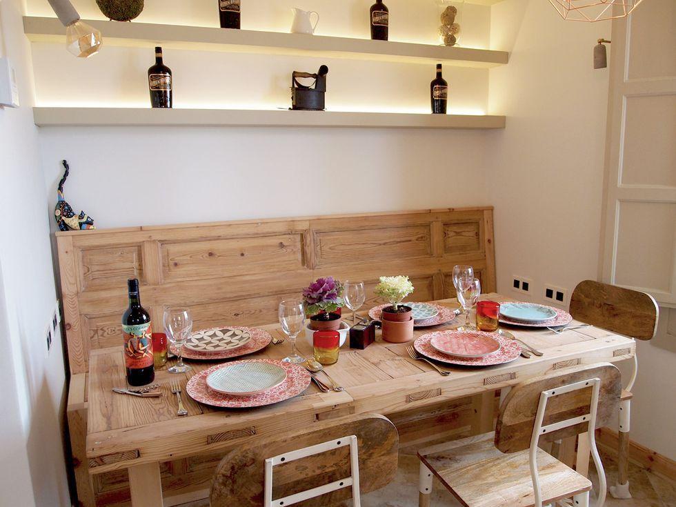 Comedor con mesa y sillas realizadas a medida por carpintero con madera recuperada