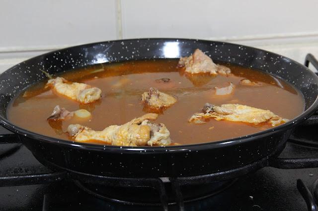 caldo y pollo El Paeller pakus