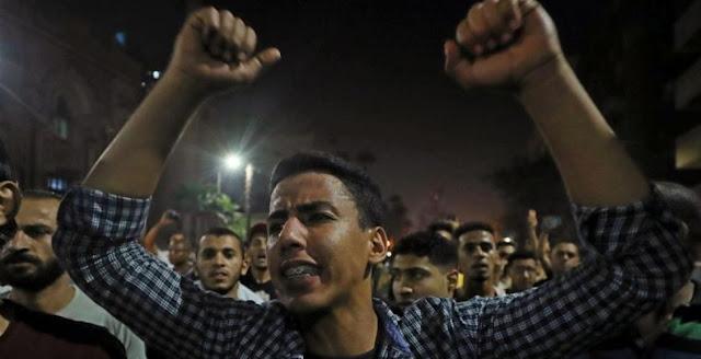 ribuan orang turun ke jalan di ibu kota Kairo