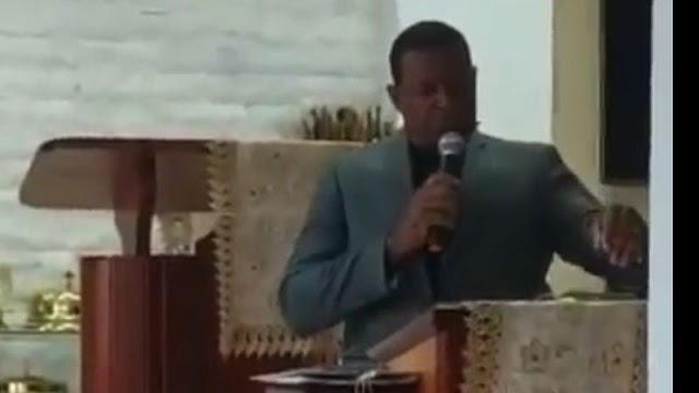 Vídeo: pastor morre no meio da pregação e assusta fiéis