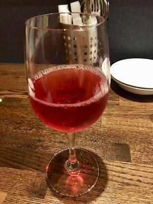 三軒茶屋にあるみずこし亭のロゼ(グラス)