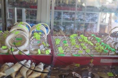 Nhẫn lông đuôi voi bán trên thị trường
