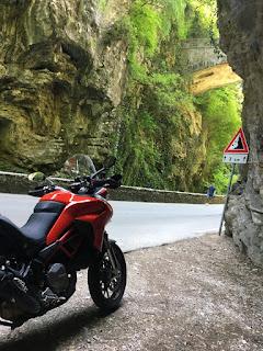 Itinerari in moto veneto trentino lombardia ducati multistrada 950s
