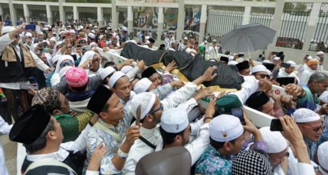 Gus Taj Yasin Minta Polemik Doa Pemakaman Mbah Moen Dihentikan