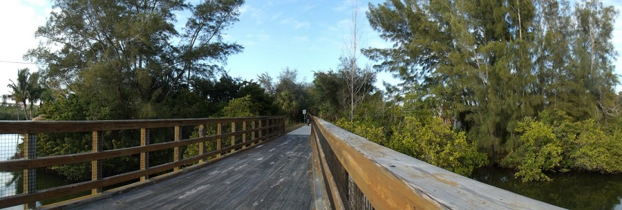 Cruzando un riachuelo sobre el Legacy Trail nada más dejar la estación de Venice atrás