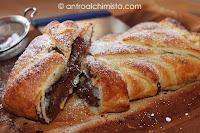 Treccia di Pasta Sfoglia con Cioccolato Fondente e Peperoncino