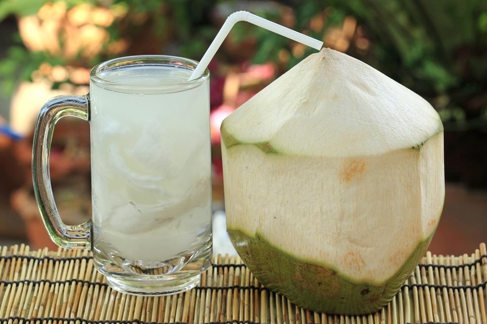 8 Manfaat Air Kelapa untuk Ibu Hamil Muda