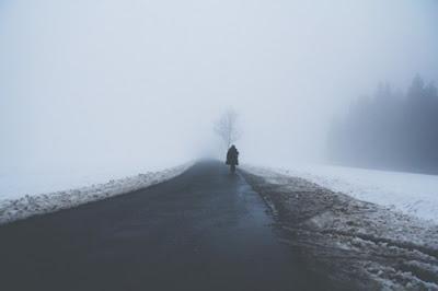 Lang thang trên những con đường nhỏ lay lắt