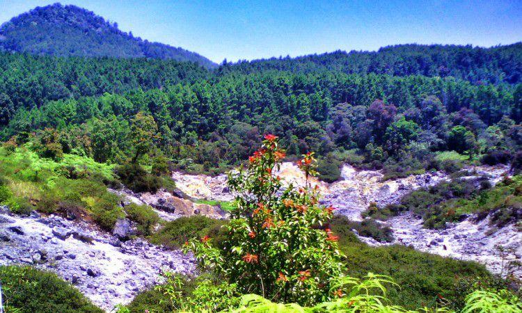 Karaha Bodas, Kawah Putih Eksotis di Tasikmalaya