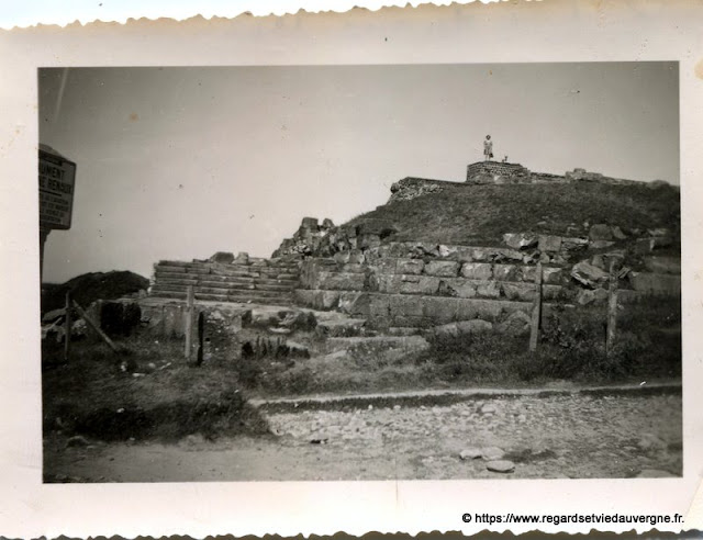 Temple de Mercure , sommet du Puy-de-Dôme. 1947