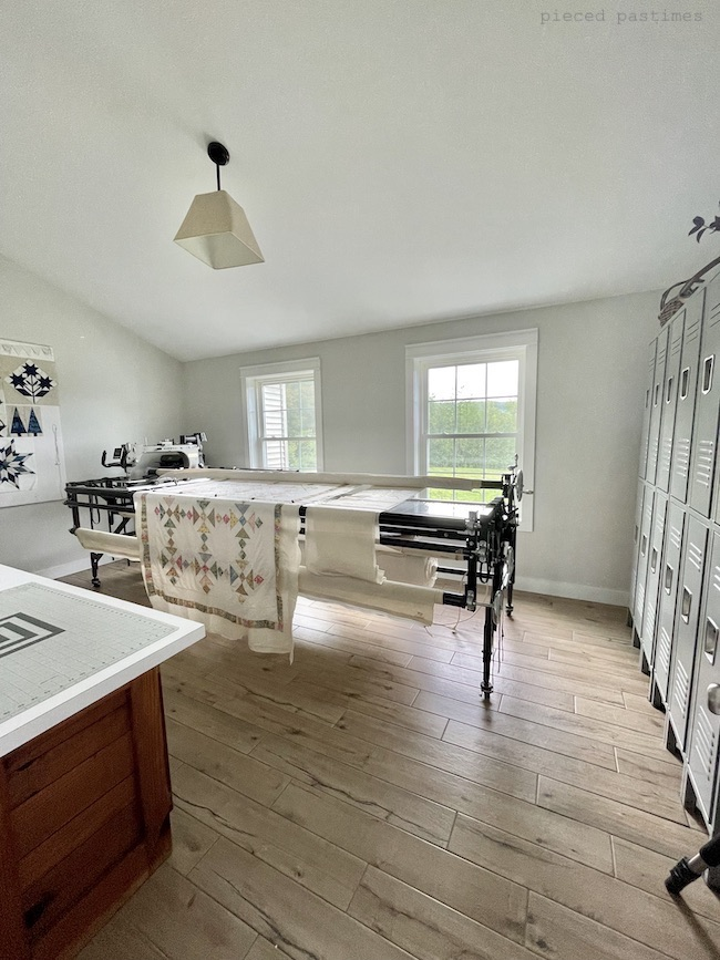 Minimalist Longarm Quilting Room, Sewing Room and Home Office and Pieced Pastimes
