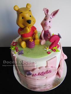 Bolo de aniversário com o Winnie-the-Pooh e o Piglet