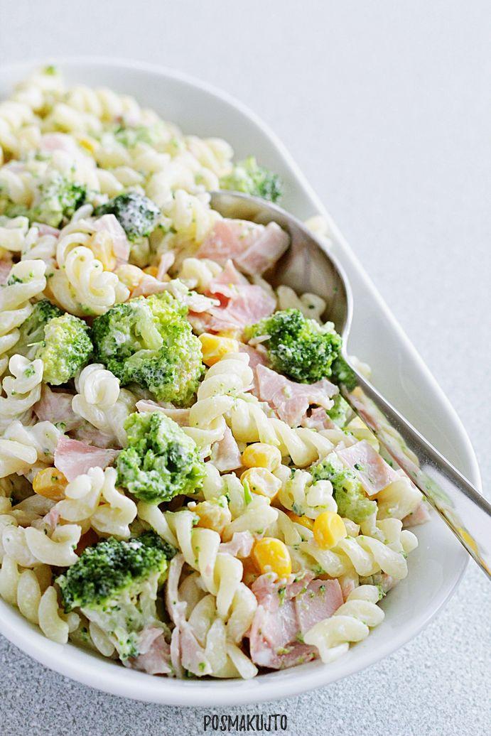 salatka makaronowa z brokulem kukurydza szynka