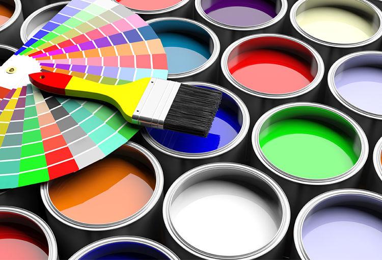 Varias presentaciones de productos del proceso de fabricación de pinturas