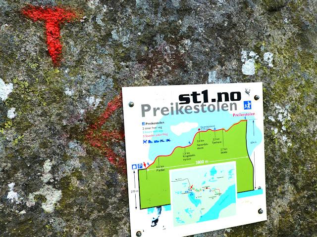Marca de Turistforetning y desnivel de la ruta al Preikestolen
