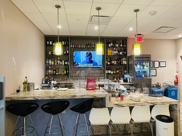Review: The Escape Lounge - The Centurion Studio Partner at Oakland International Airport (OAK) For Amex Platinum Cardmembers