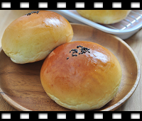 http://caroleasylife.blogspot.com/2015/10/sweet-red-bean-bread.html