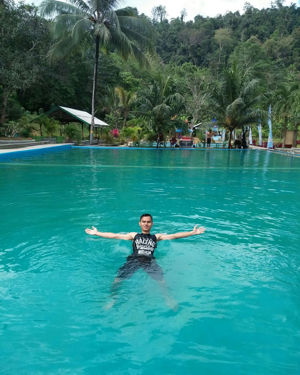 Inilah Kolam Renang Kelapa Gading Pulau Buton Wisata Pemandian Air Jernih Denianggoleta