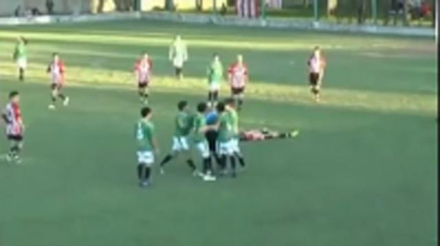 ΑΣΥΛΛΗΠΤΟ! Ποδοσφαιριστής σκότωσε διαιτητή... (βίντεο)
