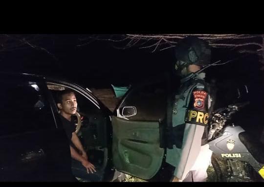Tim UPRC Polda Babel Amankan Dua Sejoli Kepergok Mesum Di Mobil