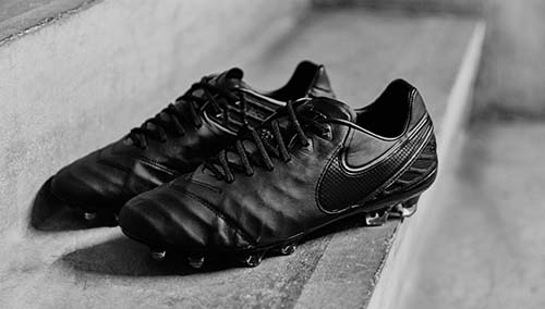 Football Boots Nike Tiempo 6 with Full Black Color