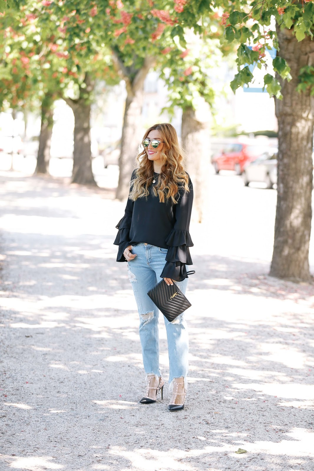 dior-sonnenbrille-blogger-ausfrankfurt-blogger-aus-deutschland-off-shoulder-bluse-frühlingslook-was-trägt-man-im-sommer-pinke-mules-fashionstylebyjohanna -lila-mules