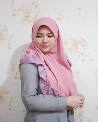 Eriska Reinisa artis FTV mansi pakai Jilbab