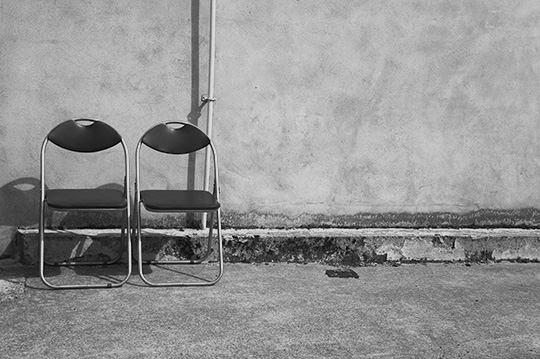 black and white photography, urban photography, photo, seats, chairs, contemporary, urban scene,