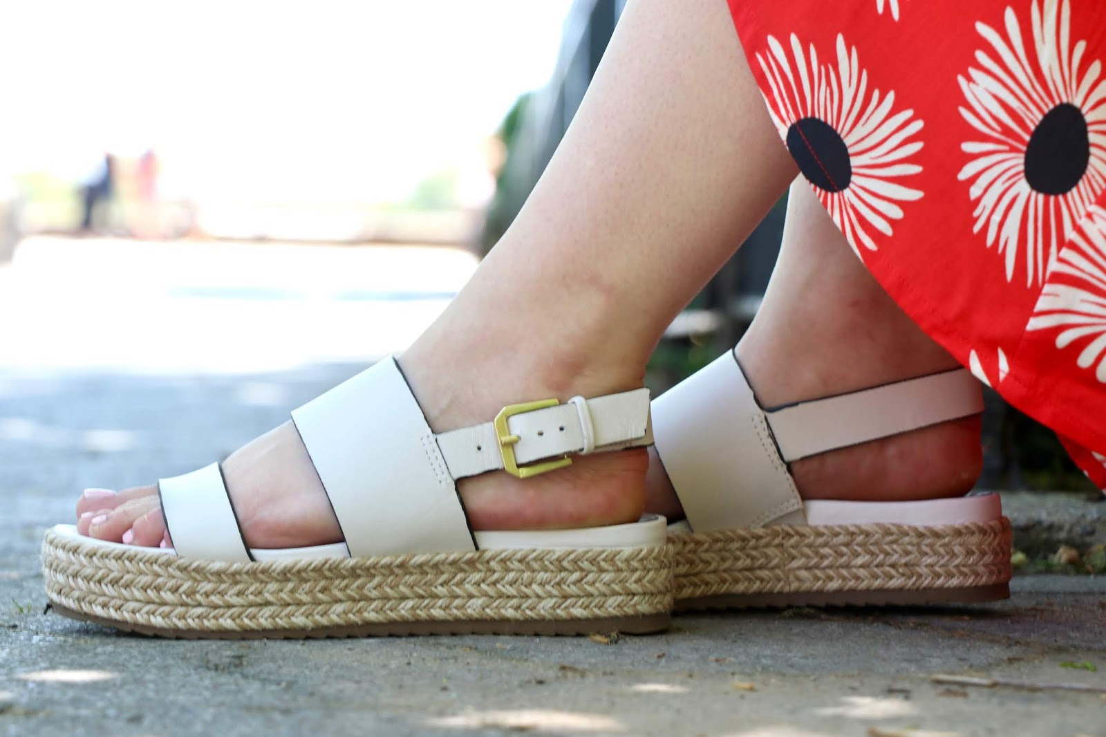 Nyc fashion blogger Kathleen Harper wearing white espadrille platform sandals from Naturalizer.