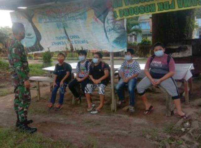 Terapkan Disiplin Protokol Kesehatan, Personel Jajaran Kodim 0207/Simalungun Himbaua Warga Pakai Masker