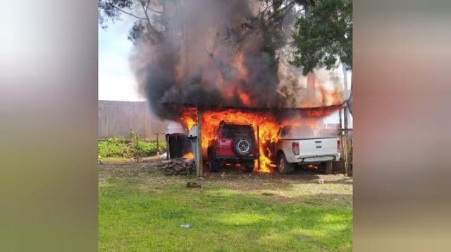 Akibat Anak Main Api di Dalam Honai, 2 Mobil Terbakar di KPR Sinakma