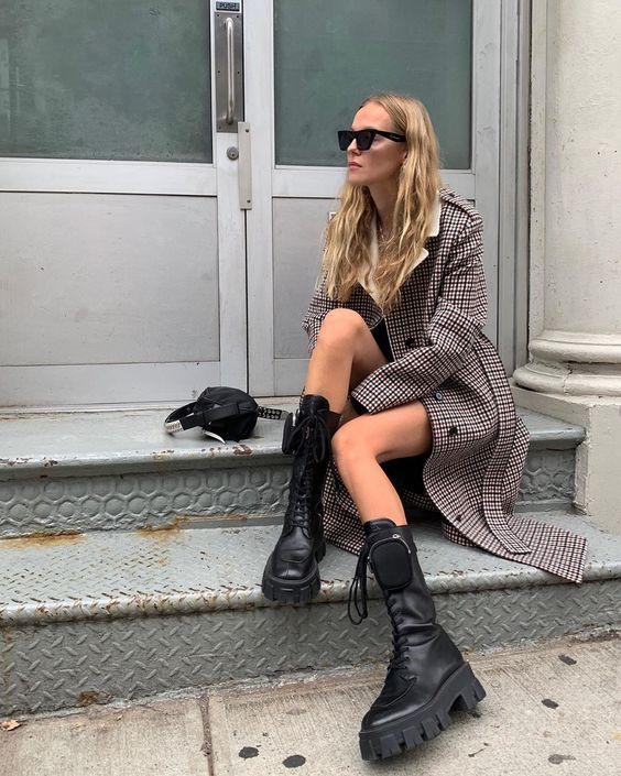 A razão pela qual o coturno não sai dos pés das fashionistas
