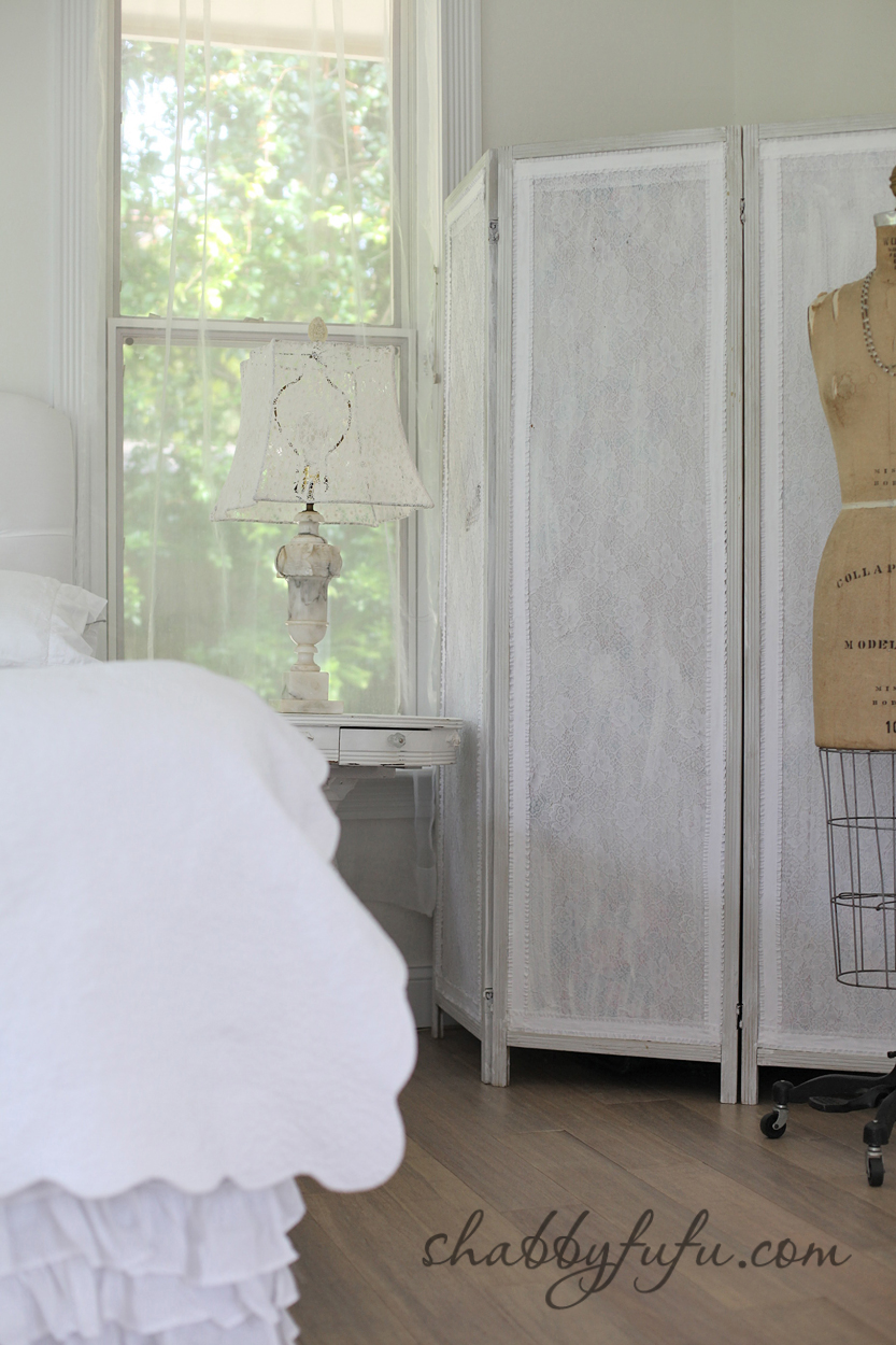 five minute design tips - bedroom dressing area with white screen and lace lamp