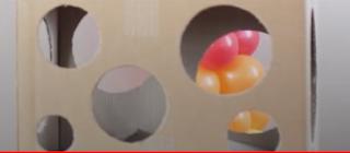Luftballonschablone aus einem Pappkorton Selbstgemacht.