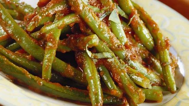 Fasolakia ladera with potatoes and celery