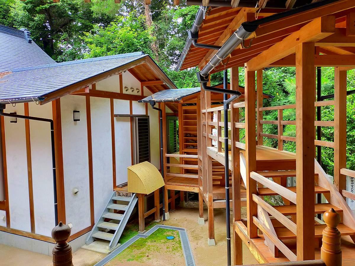 田中山神社の参拝が終わって階段を下る。