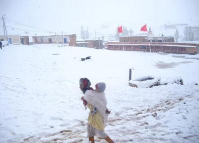 أزيلال.. حين يتفق الفقر والثلج والبنية التحتية الهشة على محاصرة مواطنين مهمشين