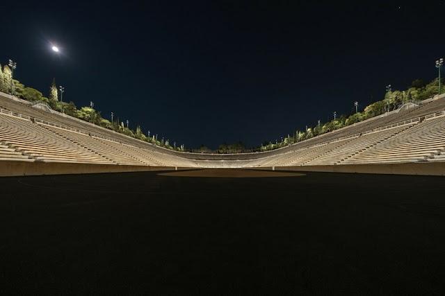 «Τη νύχτα τα μνημεία γίνονται έργα τέχνης»: Ο άνθρωπος που φώτισε το Παναθηναϊκό Στάδιο εξηγεί