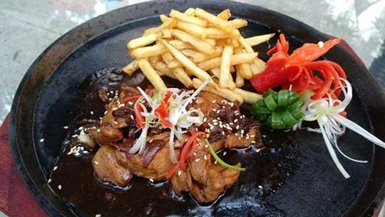 metland hotel tawarkan lima menu spesial agustus