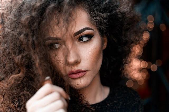 Trucos para controlar el frizz en tu cabello