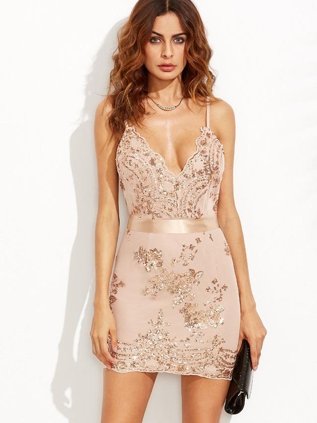 http://us.shein.com/Gold-Spaghetti-Strap-Open-Back-Sequins-Bodycon-Dress-p-302620-cat-1727.html?utm_source=libertadgreen.blogspot.com&utm_medium=blogger&url_from=libertadgreen