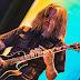 """Atención fans de Tool: Adam Jones enseña a tocar """"Pneuma"""""""