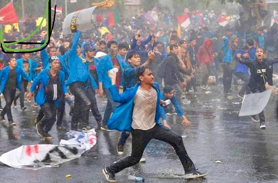QUỐC KỲ VIỆT NAM XUẤT HIỆN TRONG CÁC ĐOÀN BIỂU TÌNH TẠI HONGKONG VÀ INDO
