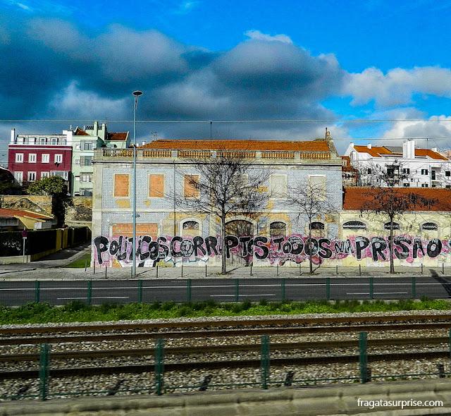 Grafite de protesto contra a crise econômica em Belém, Portugal
