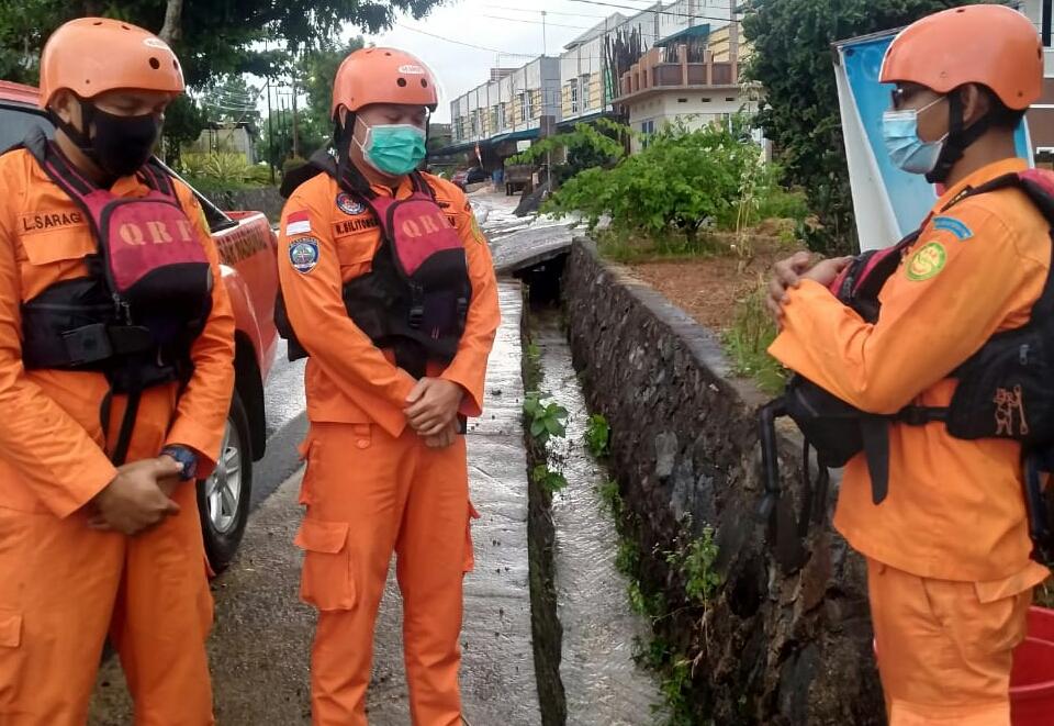 Asyik Mandi Hujan, Balita Terseret Arus Ditemukan MD